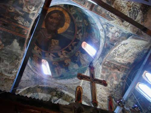 Interior da Igreja de Omorfoklissia