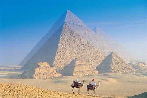 Pirâmides de Gizé e Camelos