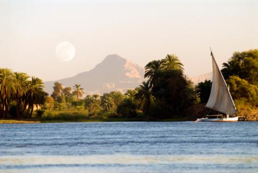 Lua vista do Rio Nilo
